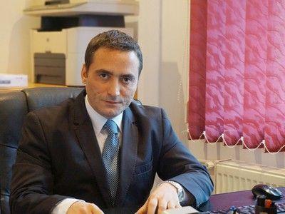 Gabriel Dumitru, despre divorțul între doi avocați: `Impactul e așa puternic, încât uiți că ești avocat. Poți să fii judecător la CEDO, și să-ți pui poalele-n cap la divorț! Și să ajungi să împarți o tigaie`