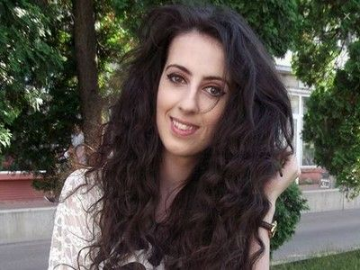 Studenta Denisa-Nina Şibneschi: `Sper să îmi formez o opinie despre avocatura de afaceri, întrucât la facultate nu ni se vorbeşte mai deloc`