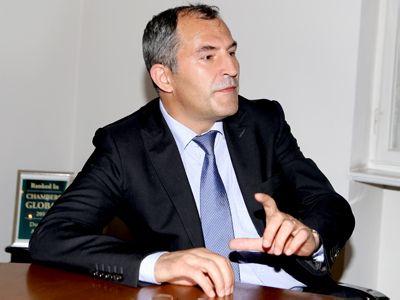 Etica, TEMA LUNII pe Avocatura.com. Ion Dragne: `Etica este parte a bunei creşteri juridice a avocatului. Cultura? Cine crede că Murakami e fotbalist la Real, n-are ce căuta la Drept...`