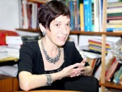 Prof. universitar Mirela Murgescu (II): Nu inteleg de ce nu se face un serial cu avocati. Avem multe probleme in societatea romaneasca, pe care un astfel de film le-ar putea trata