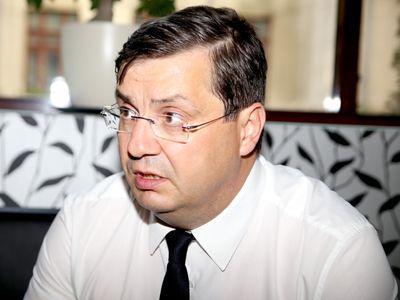 TEMA LUNII - Decanul Baroului Dolj, avocatul Lucian Săuleanu: `Etica este o stare de spirit cu care trebuie să te hrăneşti zi de zi, pentru că ea se învârte în jurul conceptului de Bine`