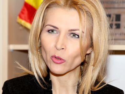 Avocatul Mihaela Olaru: `Am primit telefoane de la copii, elevi, care îmi spuneau: Doamna avocat, dacă nu intrați Dvs. în unitatea de învățământ, nu știam ce drepturi și obligații am!`