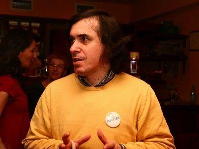 După ce George Copos a scris 5 cărți și Gigi Becali a scris 3 cărți, Mircea Cărtărescu anunță că vrea și el la pușcărie