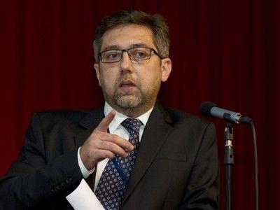 Avocați, atenție! Expertul în comunicare Ovidiu Popică: `Le recomand avocaților să evite expunerile inutile pe Facebook. Este incredibil cât de frivole pot fi unele profile`