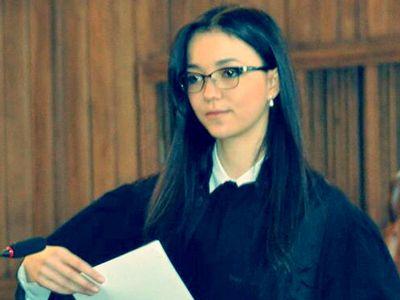 Cum învață studenții la Drept pentru examenele - coșmar. Romina Iancu: `Nu mă gândesc ca la o povară. Pot să spun, în linii mari, că citesc și învăț de trei ori`