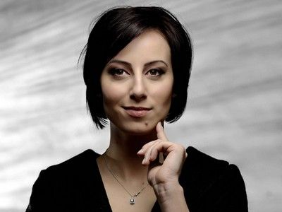 Ștefania Bulboacă, designer-ul care le îmbracă pe avocate și nu numai: `Femeia modernă e foarte agitată. Încearcă să își pună ordine în viața personală, în viața profesională... Ar cumpăra timp, dacă ar putea!`