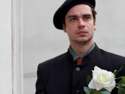 Actorul Adrian Nicolae (II): Avocatii se revendica din Solon si Licurg, ca arhitectii din primul om care a construit un zid. Prin grija lor, nu redevenim animale