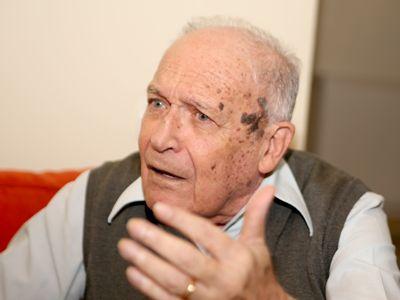 Din amintirile profesorului Nicolae Volonciu: `Nimeni nu știe că Gică Petrescu a fost student la Facultatea de Drept. Cântărețul! N-a terminat`